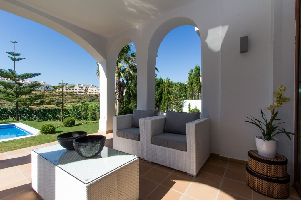Frontline golf villas in Estepona