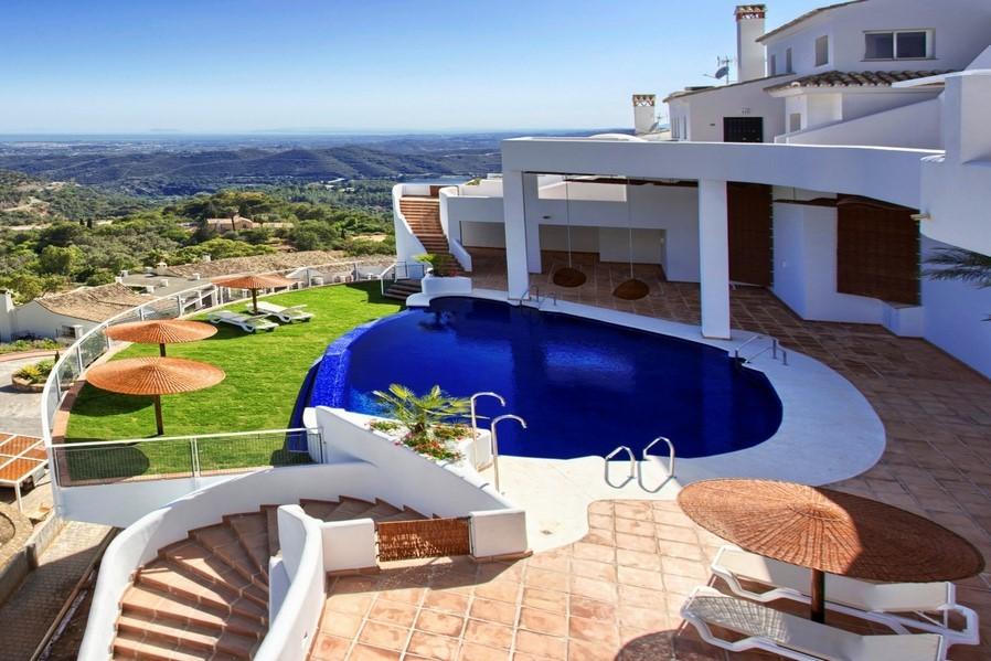 Townhouses in Sierra Blanca, Marbella with stunning sea views
