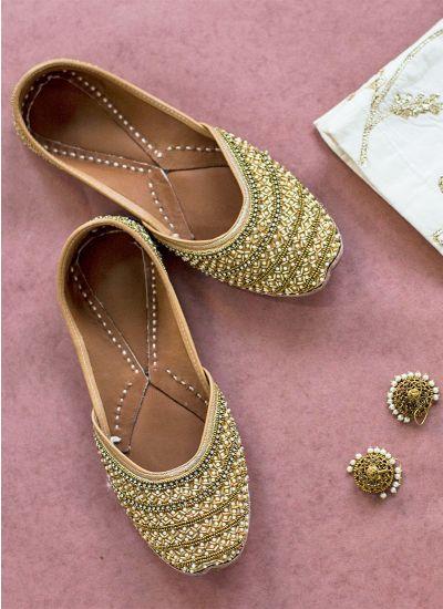Gold intricate work Jutti