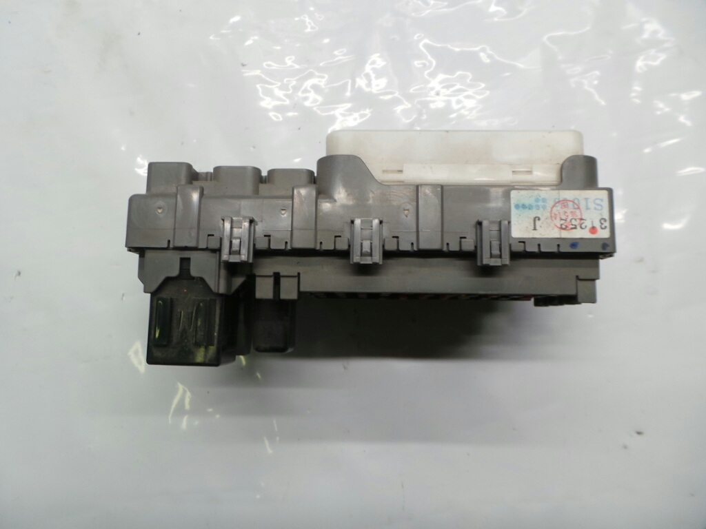 ... 1998 Honda CR-V Fuse / Relay Box 38600-S10-003 - Warranty