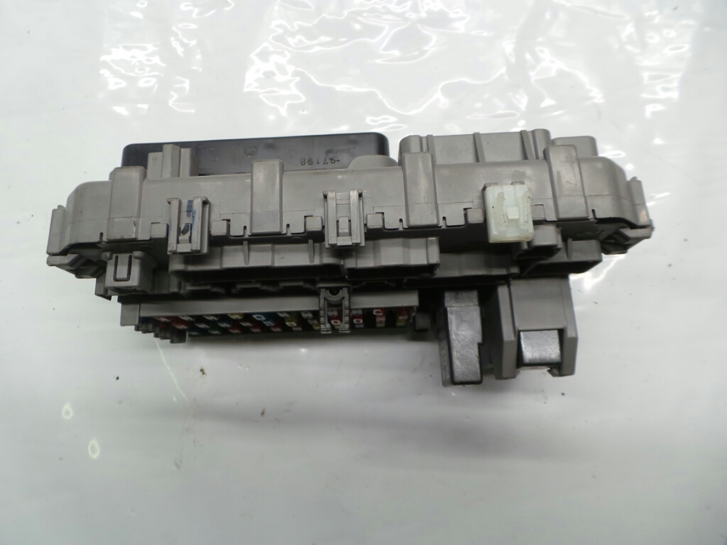 ... Honda CR-V 1997 To 2002 Fuse / Relay Box 38600-S04-G1