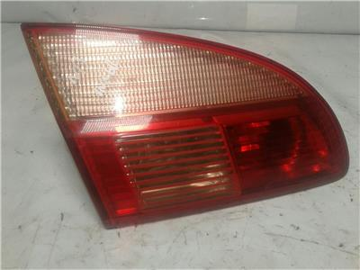 2001 Toyota Avensis Estate - NSR / PASSENGERS Rear Boot Lid Light / Lamp 5174692