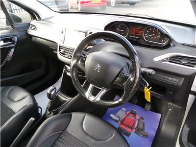 2014 Peugeot 208 Allure VTi 82 1199 Petrol Manual 5 Speed 3 Door Hatchback