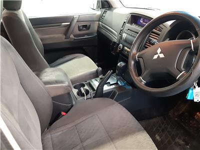 2009 MITSUBISHI SHOGUN GLX EQUIPPE LWB DI-D 3200 DIESEL AUTOMATIC 5 Speed 5 DOOR ESTATE