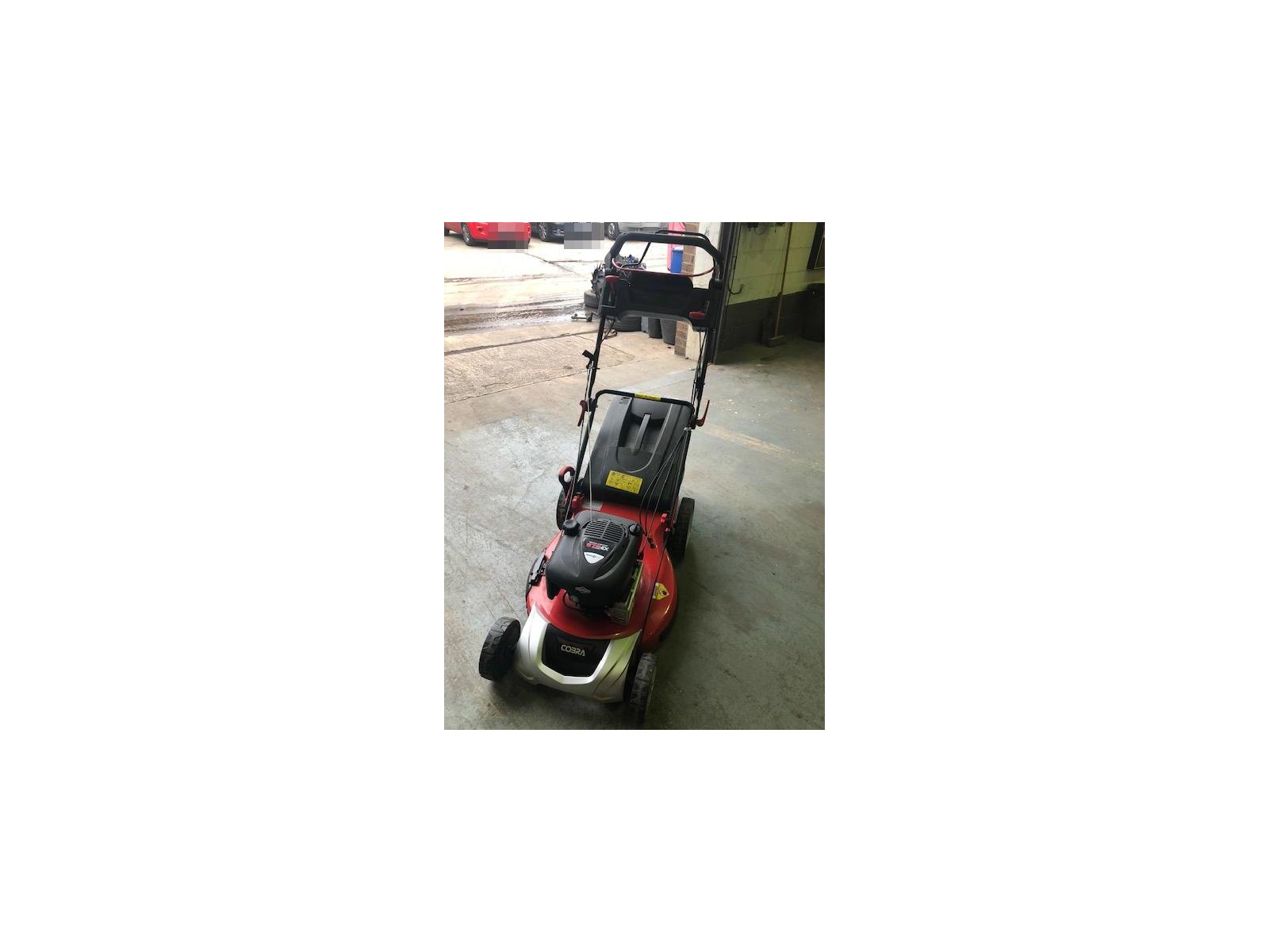 2014 COBRA LAWN MOWER  Miscellaneous