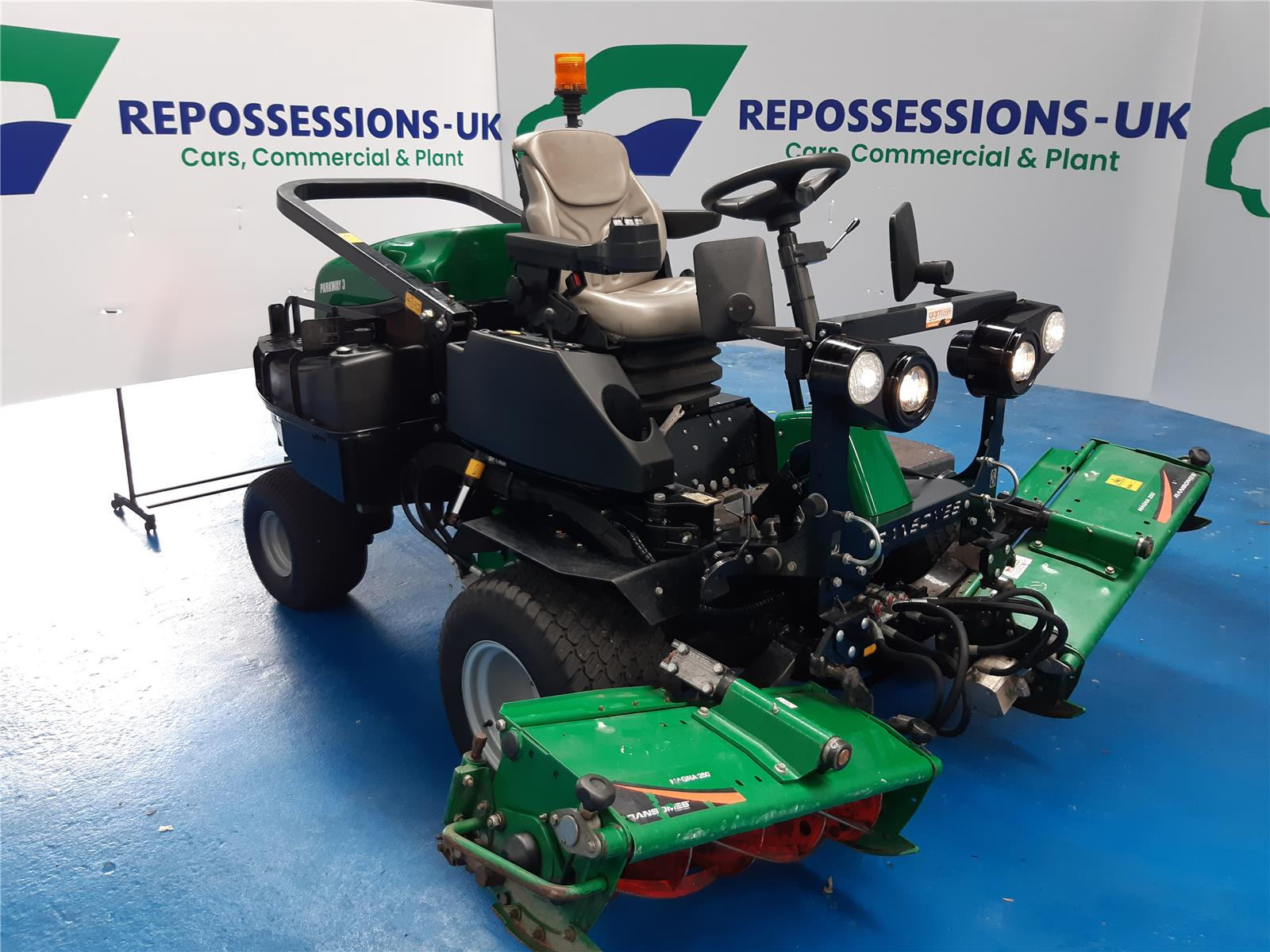 2015 YANMAR PLANT RANSOME PARKWAY MOWER   0 Speed TRACTOR