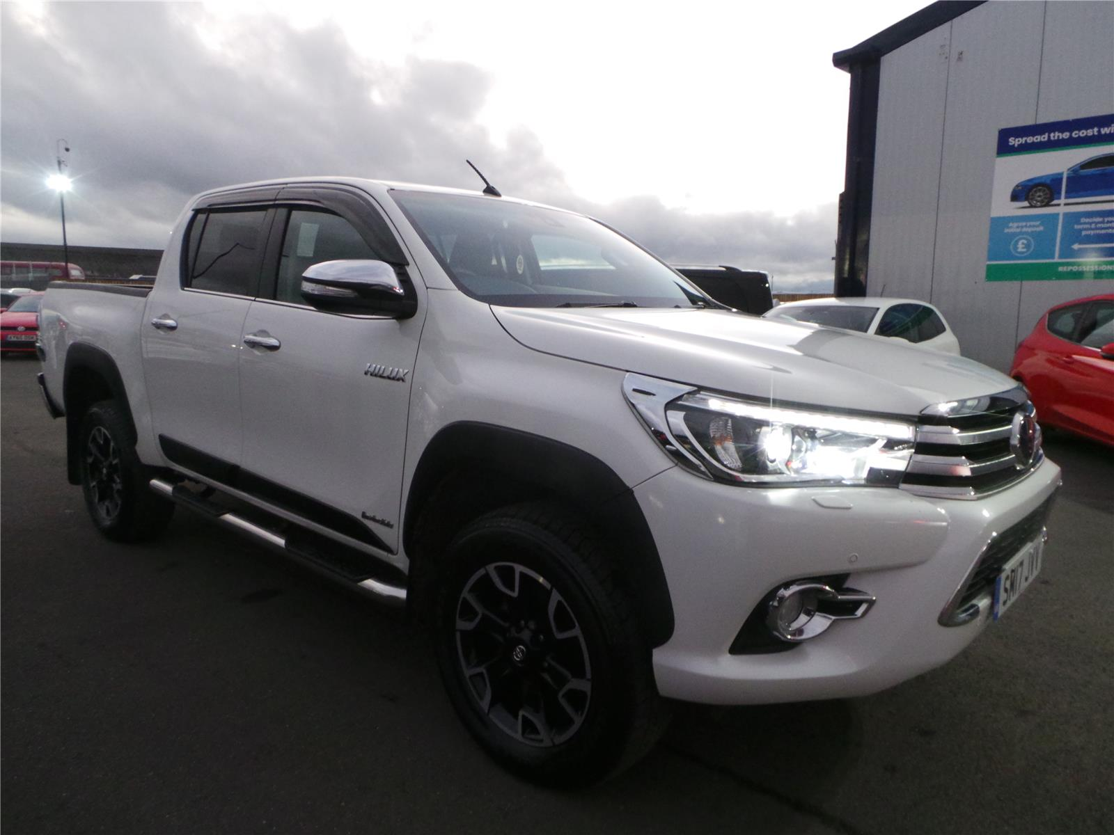 2017 TOYOTA HI-LUX INVINCIBLE X 4WD D-4D DCB 2393 DIESEL MANUAL 6 Speed PICK UP