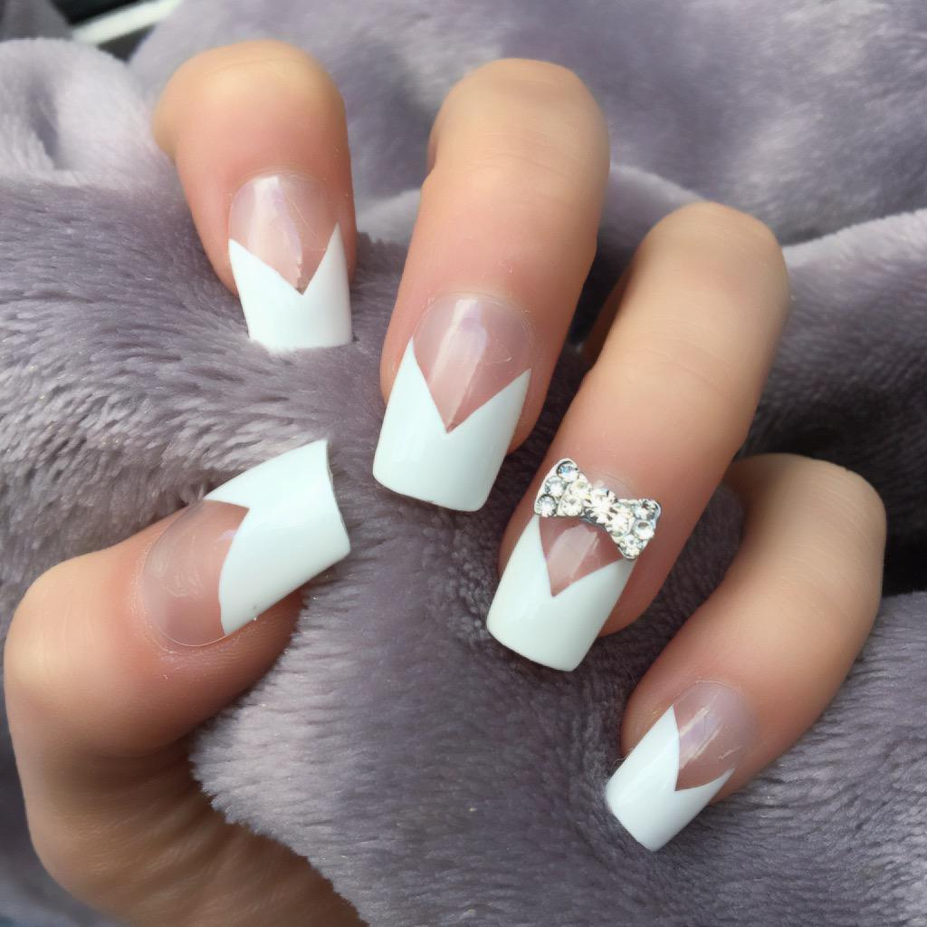 French Manicure RF Silver Bow Short Square