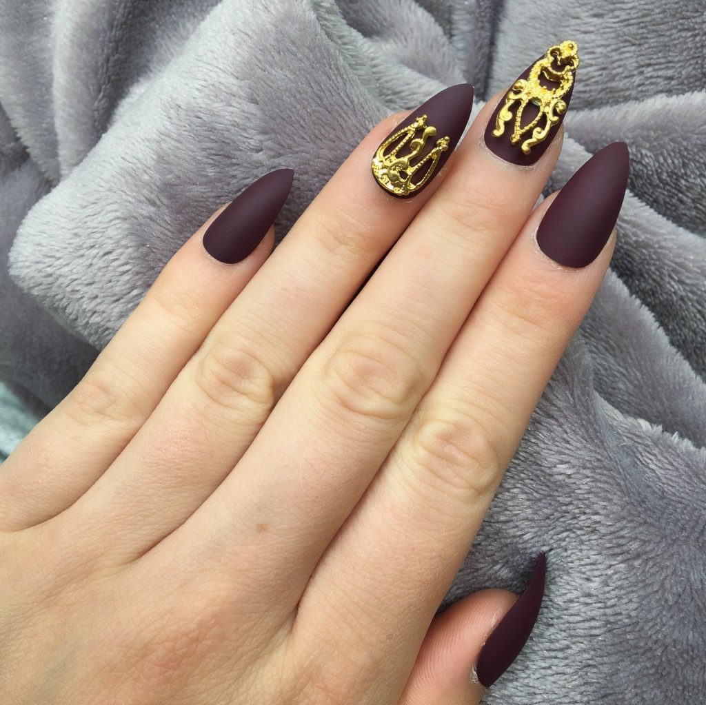 Maroon Matte Gold Accent Stiletto – Doobys Nails