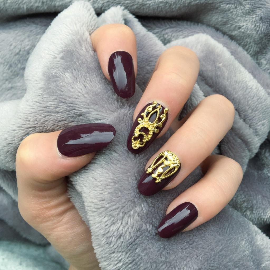 Maroon Gloss Gold Accent Oval – Doobys Nails