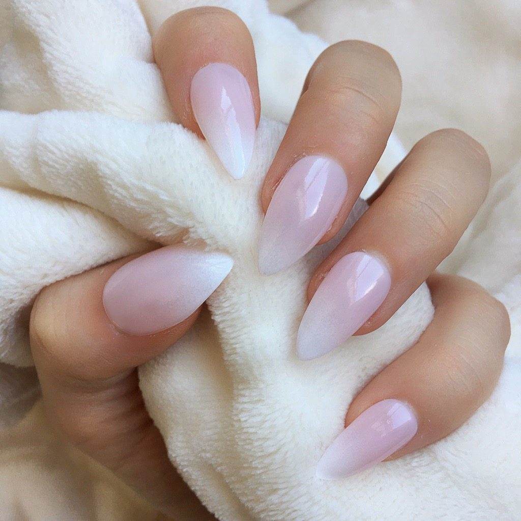Natural Ombre Stiletto – Doobys Nails