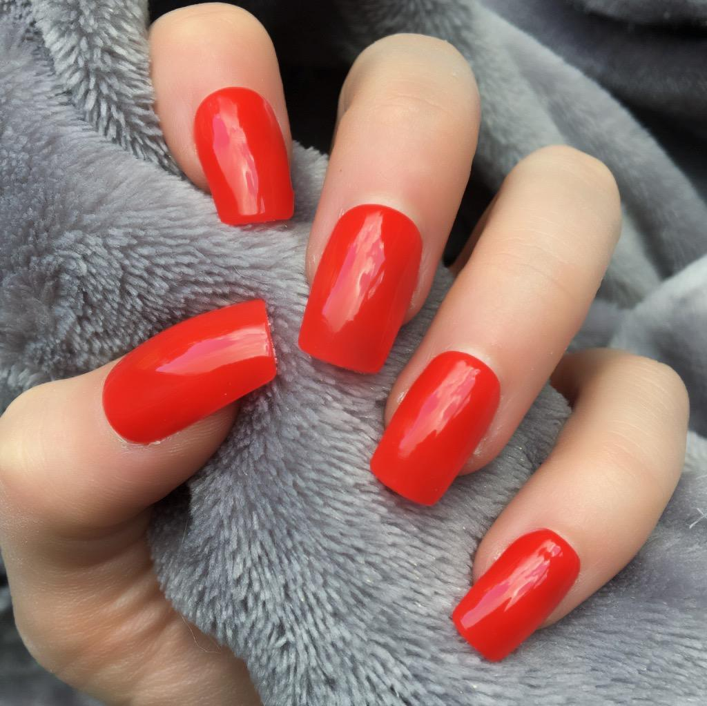 Heat Change Dark Red Gloss to Bright Short Square – Doobys Nails