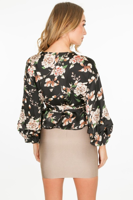 q/643/11809-_Floral_blouse_in_black-3-min__18267.jpg
