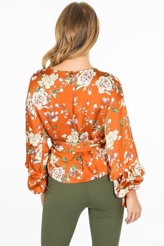 r/799/11809-_Floral_blouse_in_camel-3-min__59562.jpg