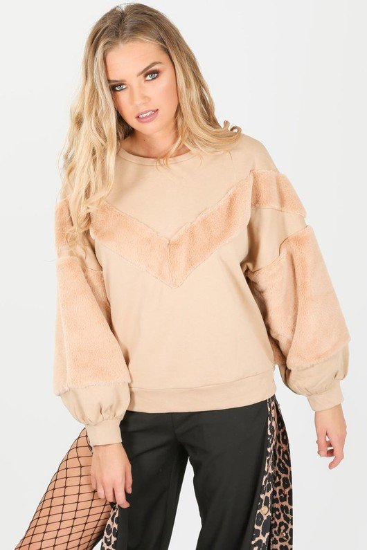 d/640/2206-_faux_fur_sweatshirt_in_beige-3-min__04559.jpg