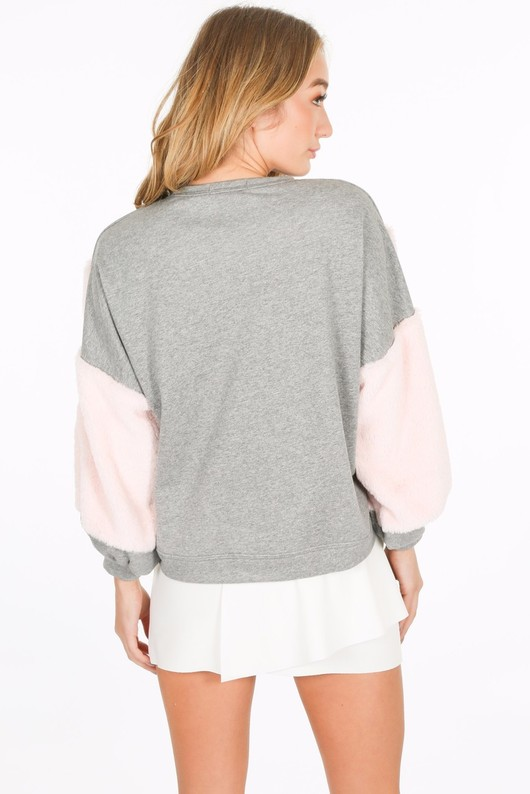a/443/CHO97-_Fur_detail_sweatshirt_in_grey-3__31125.jpg