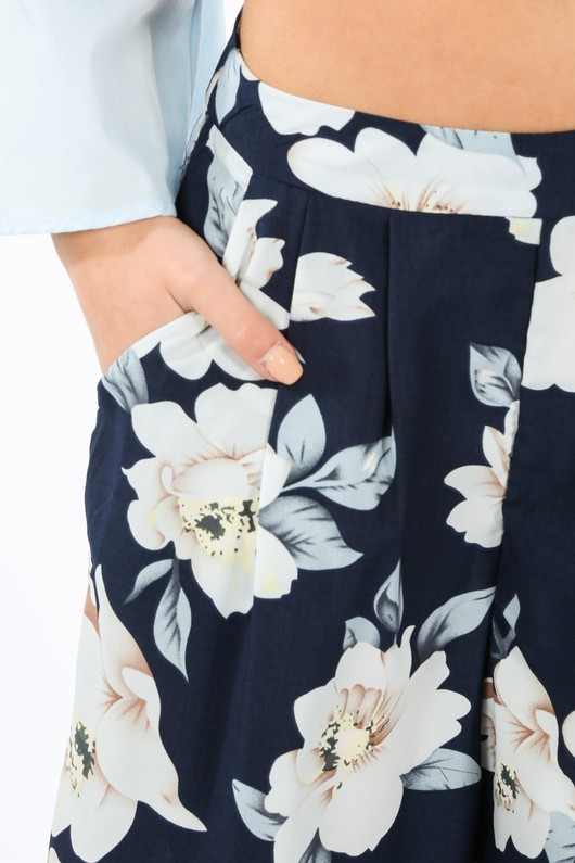 v/193/W1347-6-_Floral_Chiffon_Wide_Leg_Trouser_In_Navy_White-5__18201.jpg