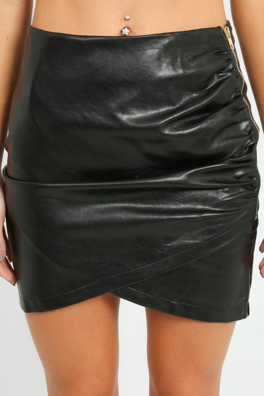 l/445/W1520-_PU_Ruched_Skirt_In_Black-4-min__56900.jpg