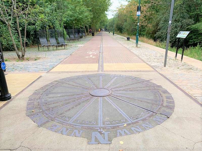 Large compass in Russia Dock Woodland