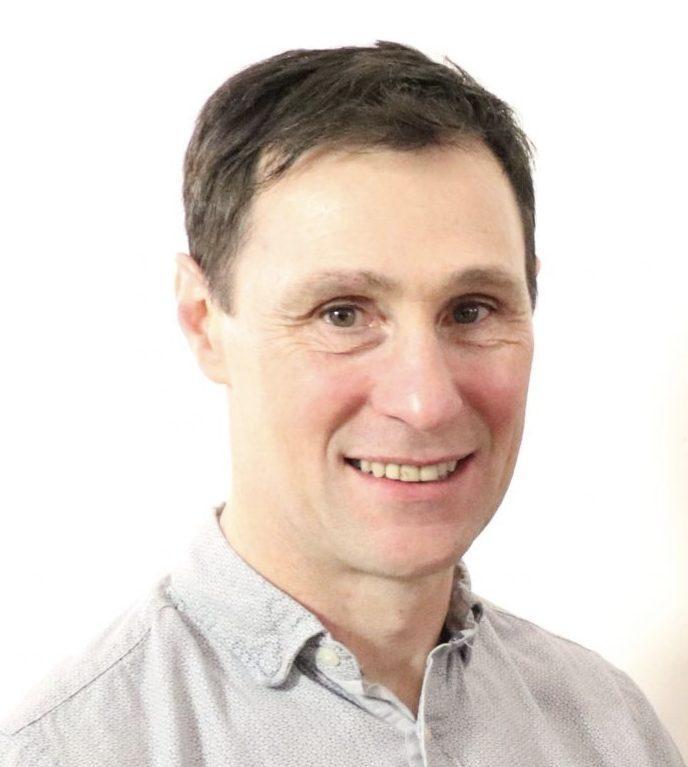 Dr Lee Hogan
