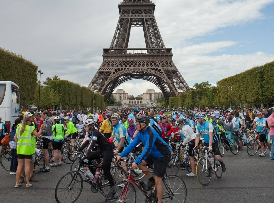 Cyclists at the Eiffel Tower