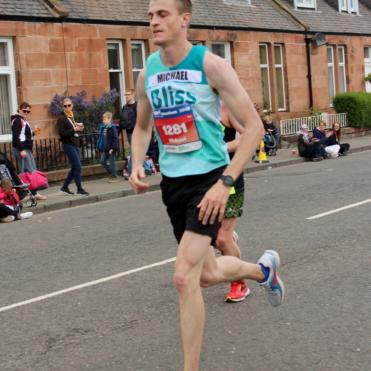 Male runner at edinburgh marathon in bliss running vest