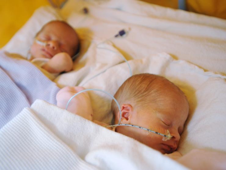 Feeding Multiple Babies Min