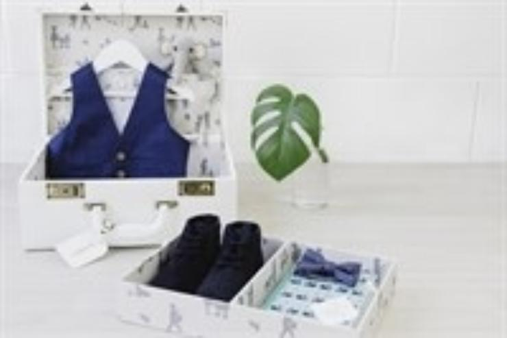 Meminio Memory Case with child's blue waist coast, shoes and bow tie