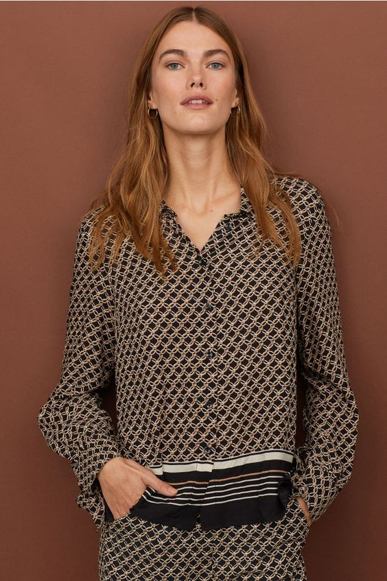 Blouse in woven viscose fabric with a printed pattern