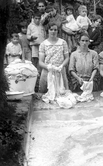 Reflejos en el agua: lavaderos de Muskiz