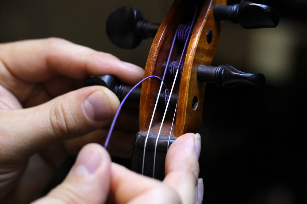 How to change a violin string step 2