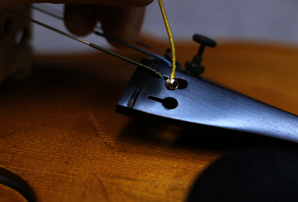 How to change a violin string step 3