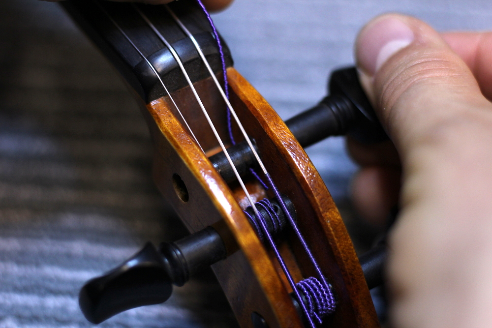 How to restring a violin step 6