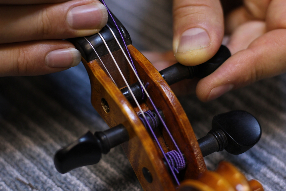How to restring a violin step 7