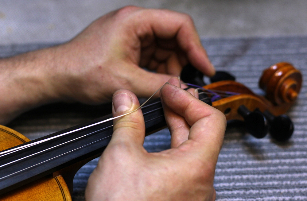 How to restring a violin step 8