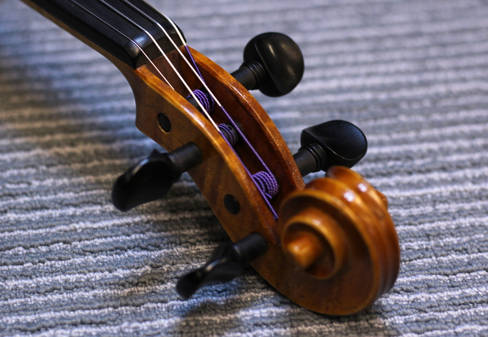 How to restring a violin step 9