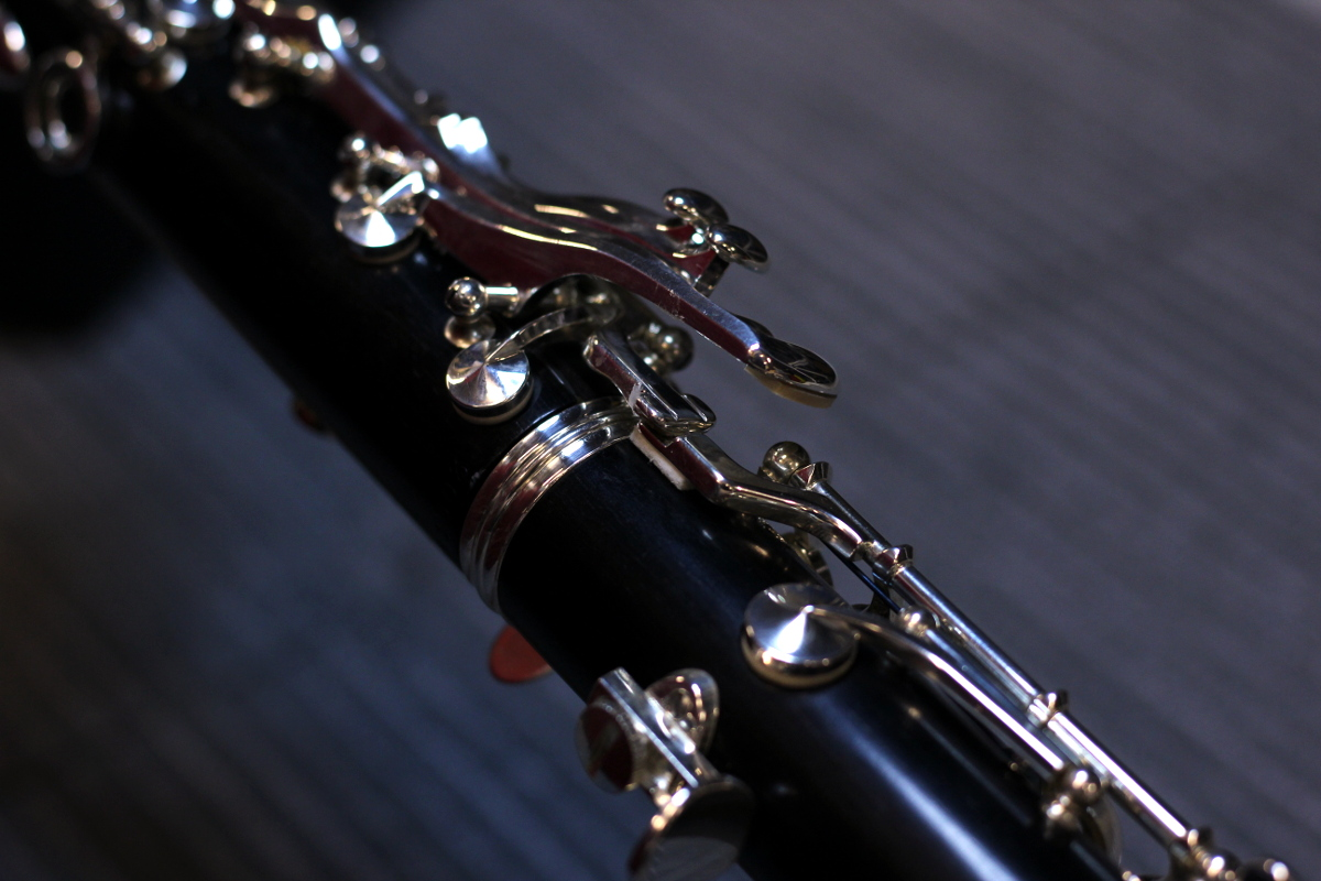 assembling the middle joints of the clarinet