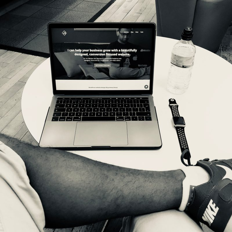 laptop lounge