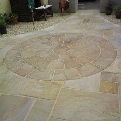 Autumn Brown Indian Sandstone Paving Circle Pack With Squaring Off Kit 2.7m2