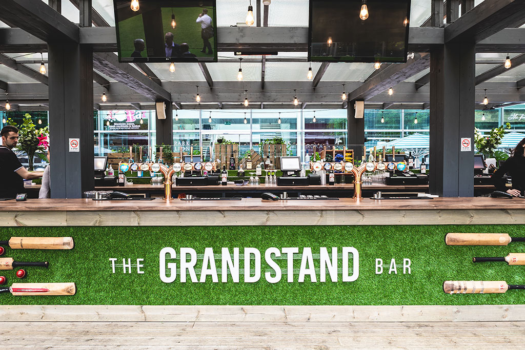 Grandstand Bar. Summer Bar in Canary Wharf.