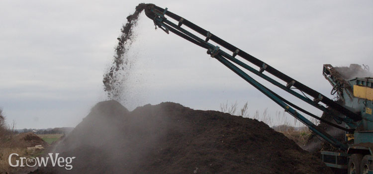 Making compost from recycled waste