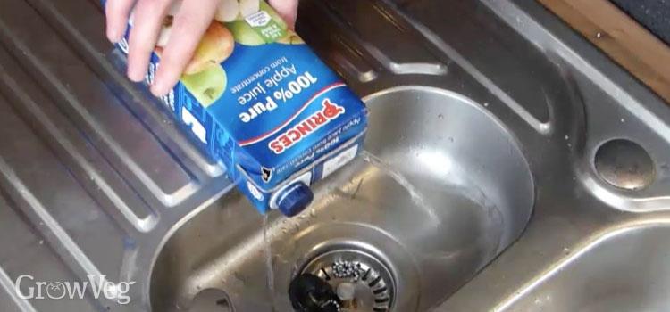 Draining mung bean sprouter juice box