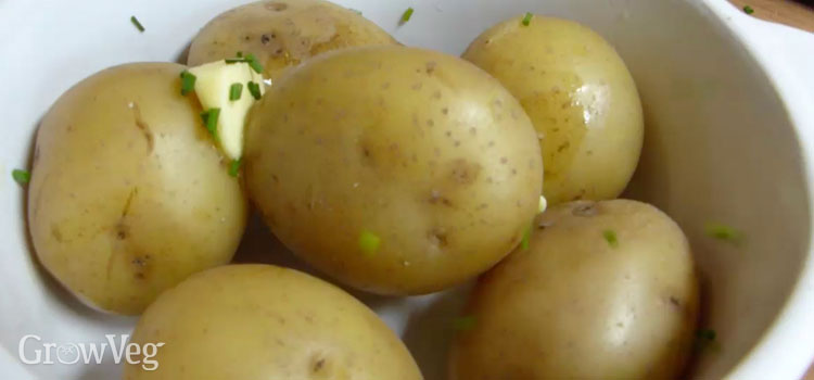 Potatoes with butter and chives