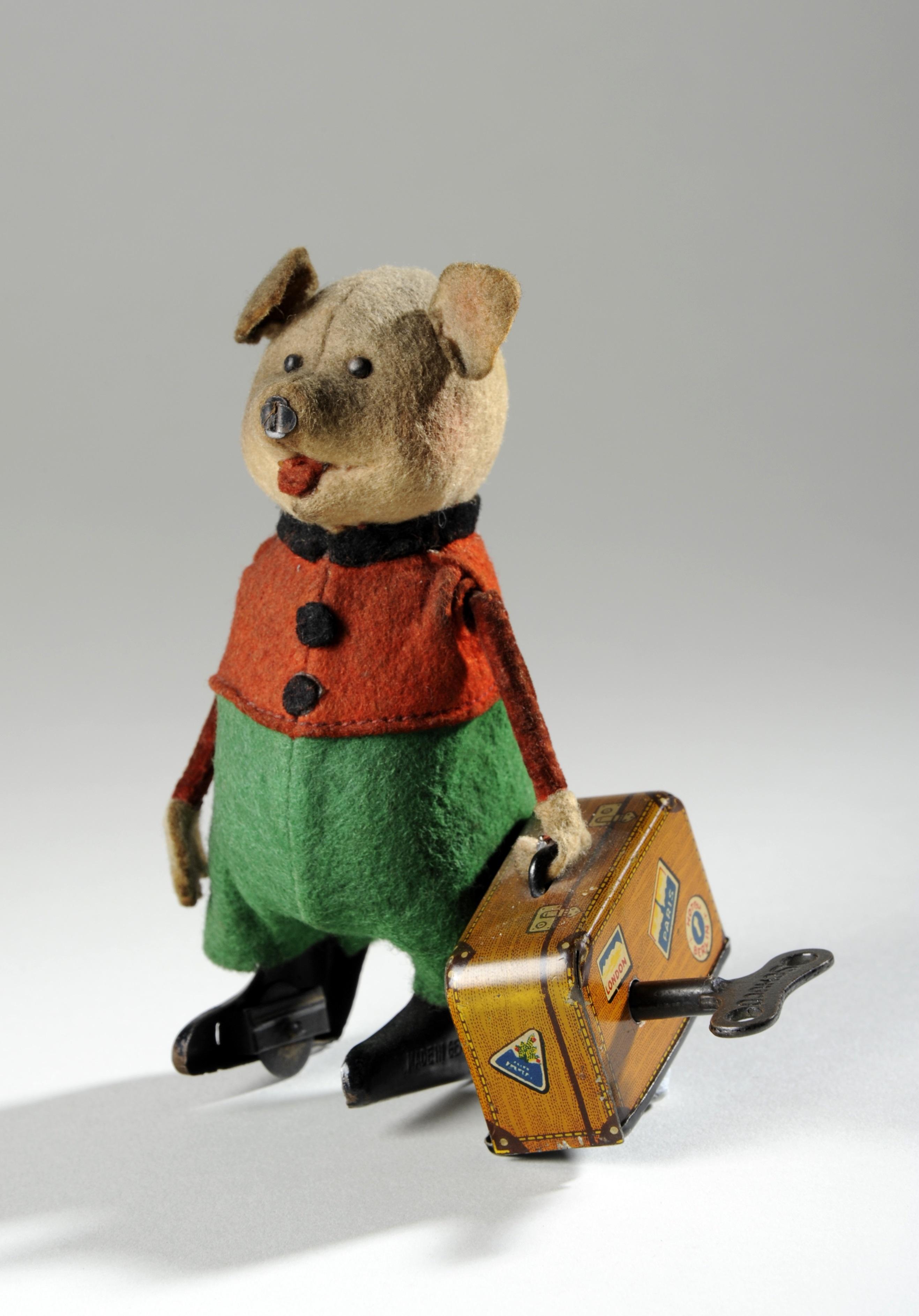 Clockwork toy pig c.1935 made by Schuco