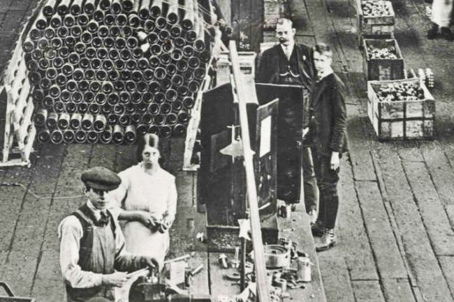 Workers at Dick, Kerr's & Co. munitions factory in Preston during WW1.  A pile of shells can be seen in the background.