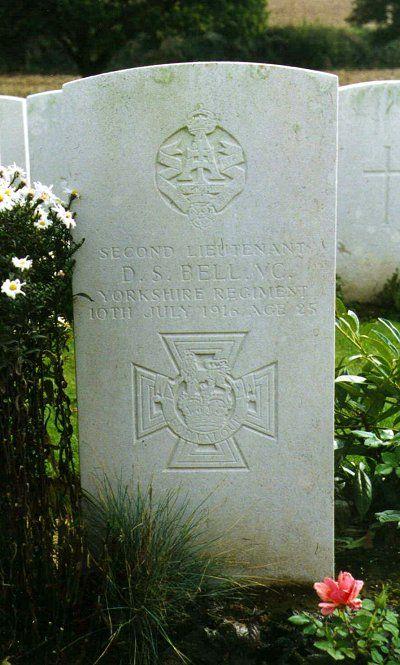 Gravestone with inscription 'Second Lieutenant D.S. Bell V.C. Yorkshire Regiment 10th July 1916 Age 25