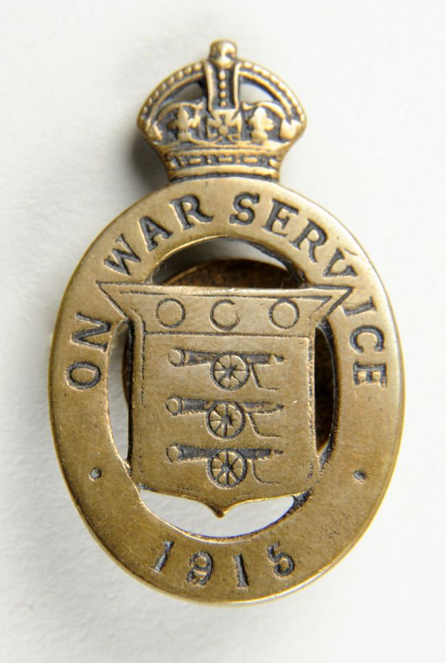Badge confirming the wearer was on war service, 1915