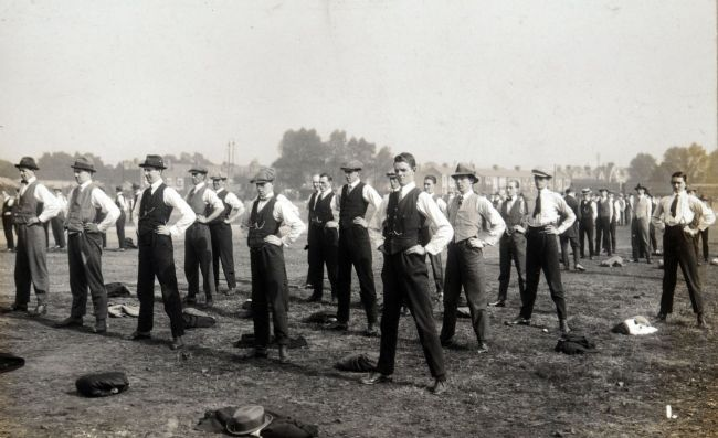 Recruits to the Hull Commercials (10th Battalion, East Yorkshire Regiment) in training