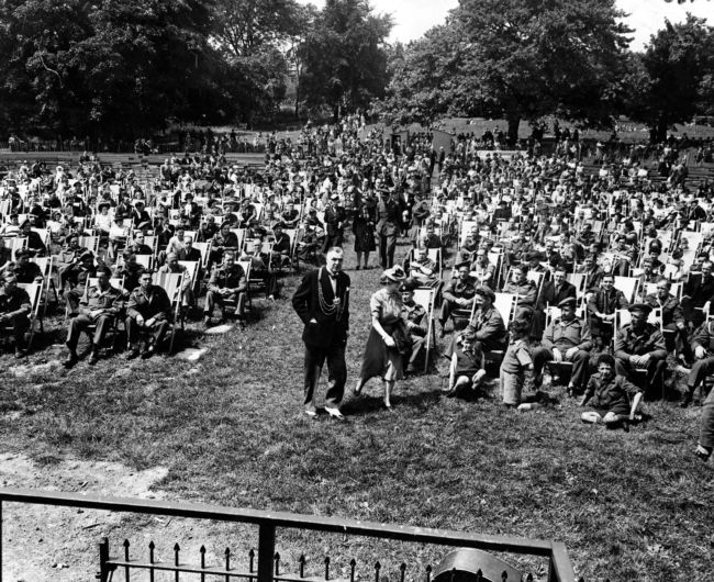 A crowd at Roundhay Park
