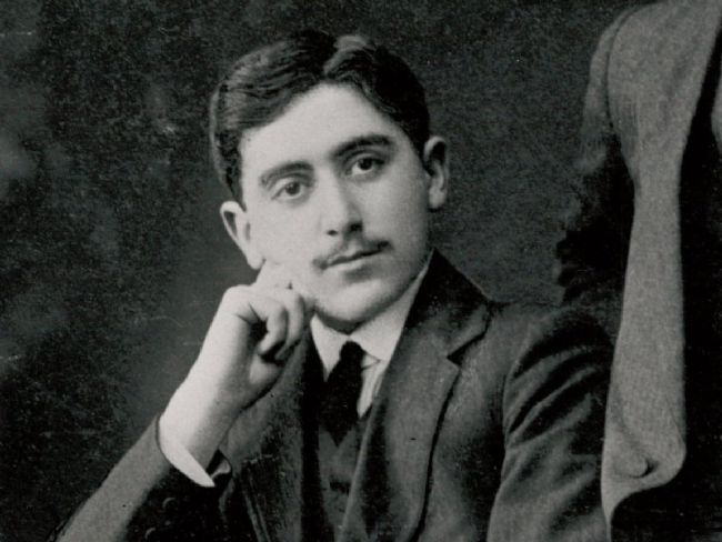 Black and white photo of Simon Marks in his twenties